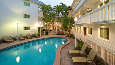 Florida Rundreise mit Kindern - Residence Inn Coconut Grove Pool