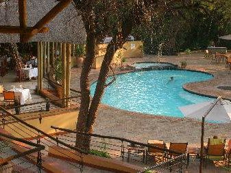 Fernreise mit Kindern Botswana - Pool Chobe Safari Lodge