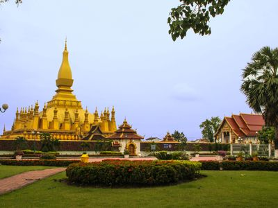 Vietnam & Laos mit Kindern - Vietnam & Laos for family individuell - Vientiane That Luang Stupa
