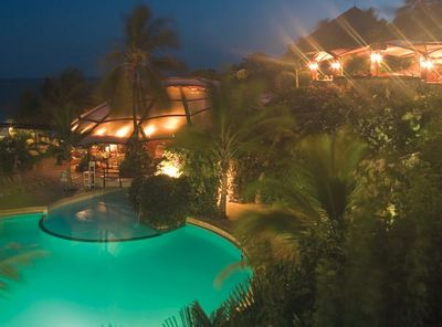 Kenia Familienreise - Kenia for family individuell - Diani Beach - Leopard Beach Resort - Pool am Abend