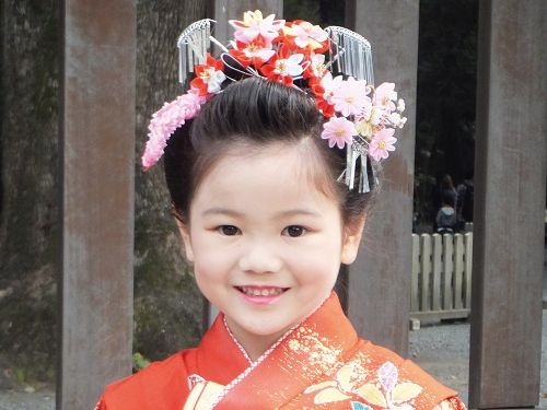 Japan mit Kindern - Japan for family - Mädchen in traditioneller Kleidung