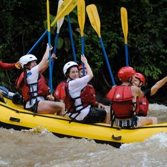 Costa Rica mit Kindern - Costa Rica for family - Gruppe beim Rafting