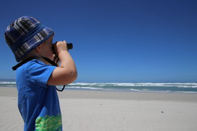 Familienreise Garden Route - Garden Route for family - Hermanus - Grotto Beach - Kind mit Fernglas