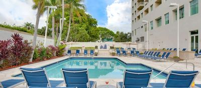 Florida Rundreise mit Kindern - Hotel GALLERYone DoubleTree by Hilton Pool